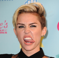 Brendan Spaar blogs about topless miley cyrus photos